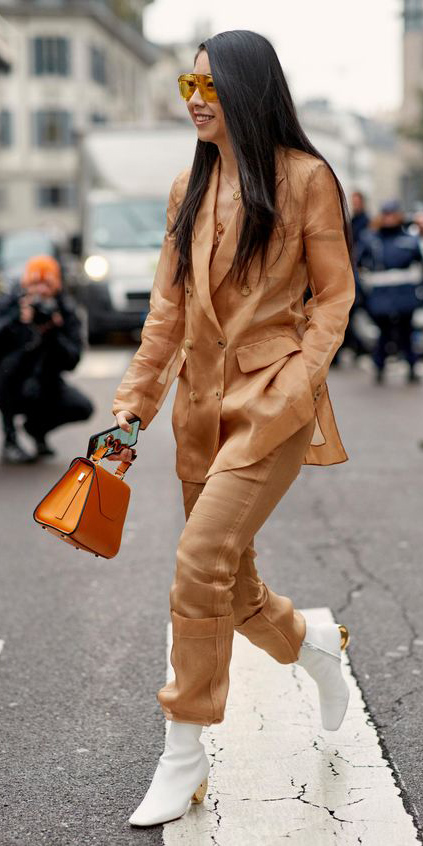 camel-slim-pants-suit-camel-jacket-blazer-brun-sun-orange-bag-white-shoe-booties-fall-winter-lunch.jpg
