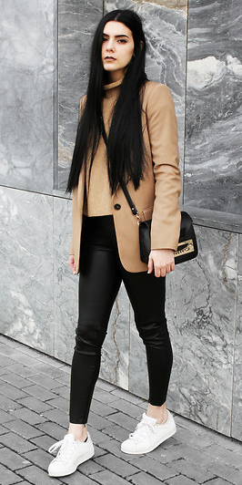 black-skinny-jeans-camel-sweater-camel-jacket-blazer-brun-black-bag-white-shoe-sneakers-fall-winter-weekend.jpg