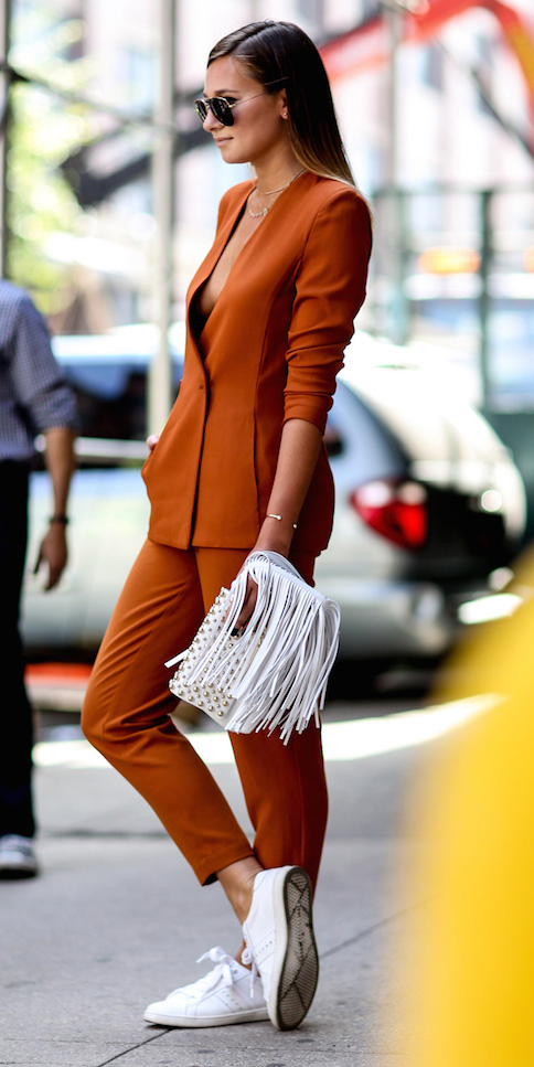 orange-slim-pants-orange-jacket-blazer-white-bag-sun-necklace-howtowear-fashion-style-outfit-fall-winter-suit-white-shoe-sneakers-street-hairr-lunch.jpg