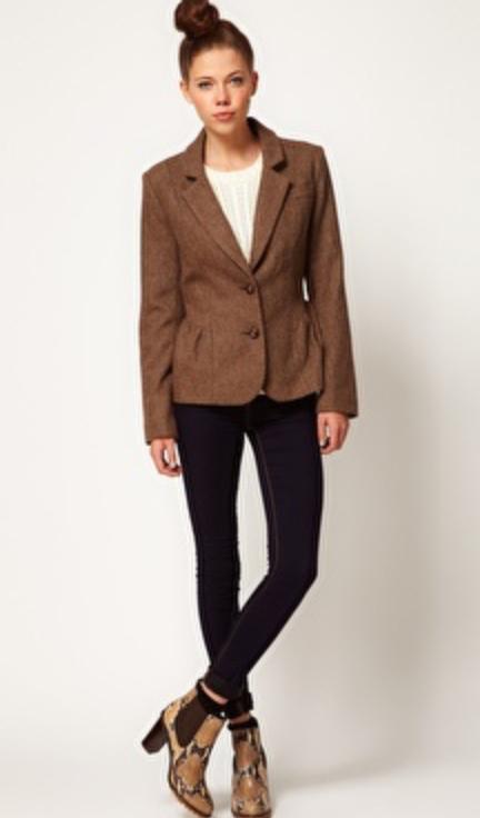 blue-navy-skinny-jeans-white-tee-o-brown-jacket-blazer-bun-tan-shoe-booties-howtowear-fashion-style-outfit-fall-winter-tweed-basic-snakeskin-hairr-work.jpg