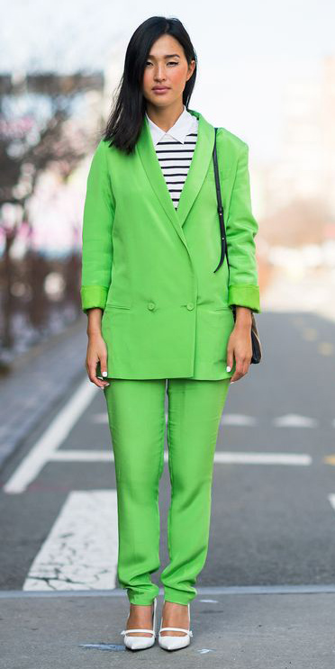 green-emerald-slim-pants-suit-white-shoe-pumps-black-bag-brun-green-emerald-jacket-blazer-white-collared-shirt-fall-winter-lunch.jpg