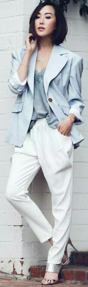 white-joggers-pants-blue-light-jacket-blazer-gray-shoe-sandalh-blue-light-cami-spring-summer-brun-dinner.jpg