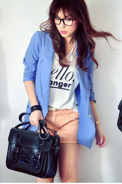 o-peach-shorts-white-graphic-tee-blue-light-jacket-blazer--howtowear-fashion-style-spring-summer-outfit-brun-lunch.jpg
