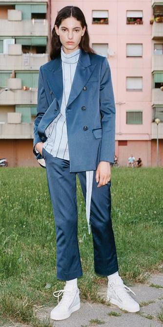 blue-navy-slim-pants-suit-blue-light-top-blouse-blue-navy-jacket-blazer-socks-white-shoe-sneakers-hairr-fall-winter-lunch.jpg