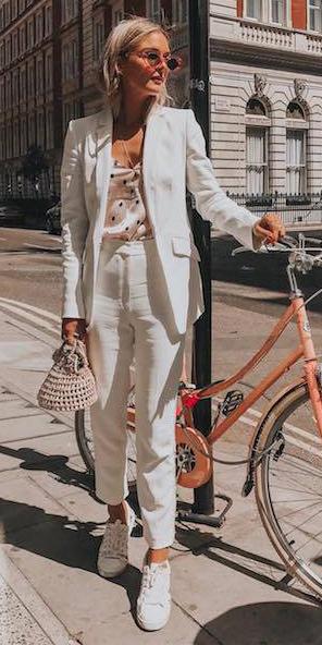 white-slim-pants-suit-pink-light-cami-polkadot-print-white-jacket-blazer-blonde-sun-white-shoe-sneakers-spring-summer-lunch.jpg