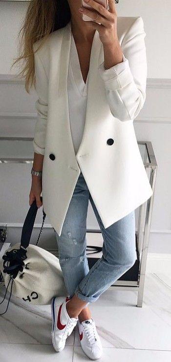 blue-light-skinny-jeans-white-shoe-sneakers-white-jacket-blazer-white-bag-blonde-spring-summer-weekend.jpg