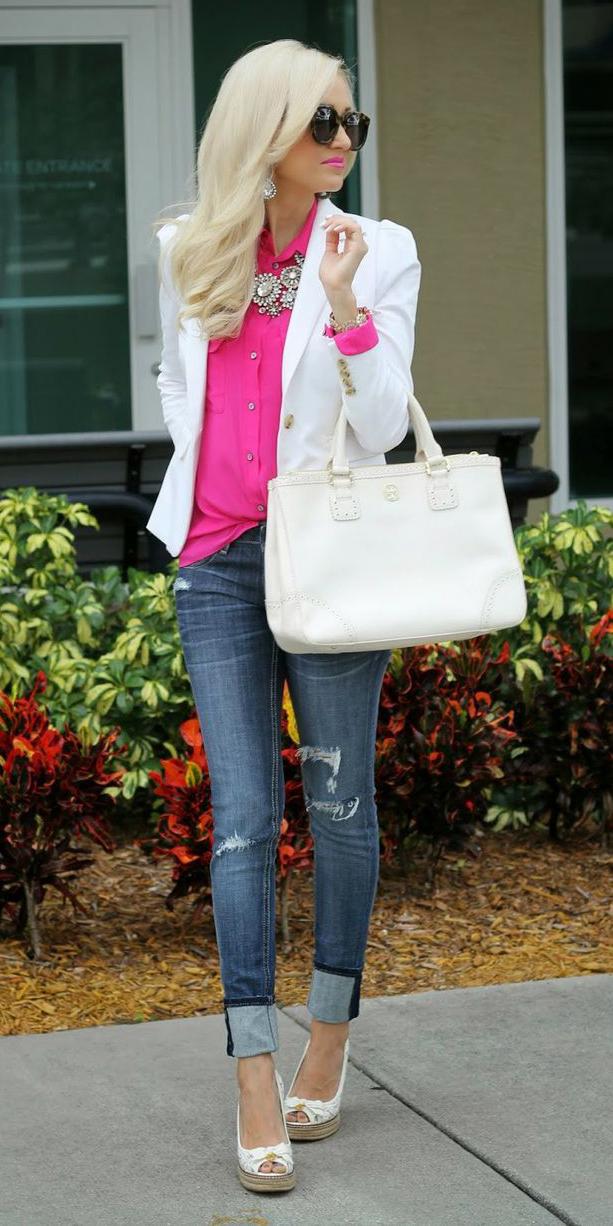 blue-med-skinny-jeans-pink-magenta-collared-shirt-white-bag-bib-necklace-white-jacket-blazer-white-shoe-pumps-spring-summer-blonde-lunch.jpg