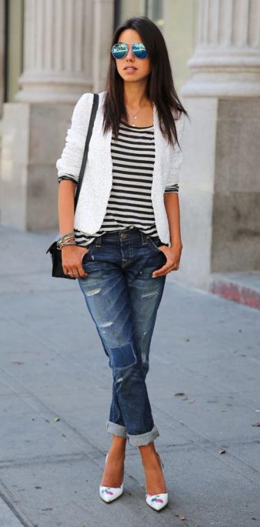 blue-med-boyfriend-jeans-black-tee-stripe-white-jacket-blazer-white-shoe-pumps-sun-black-bag-howtowear-fashion-style-outfit-spring-summer-brun-lunch.jpg