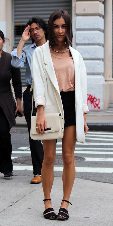 peach-tee-lob-white-bag-black-shoe-sandals-white-jacket-blazer-boyfriend-spring-summer-brun-lunch.jpg
