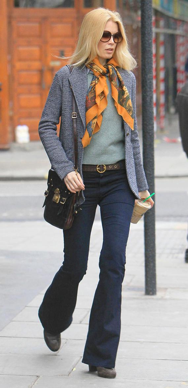 blue-navy-flare-jeans-green-light-sweater-belt-brown-shoe-booties-sun-orange-scarf-grayl-jacket-blazer-wear-fashion-style-fall-winter-blonde-claudiaschiffer-lunch.jpg