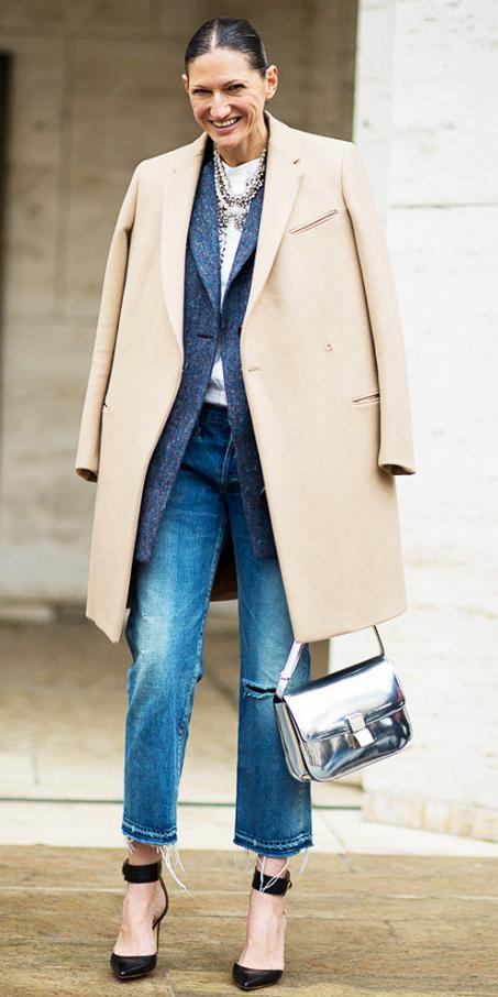 blue-med-boyfriend-jeans-white-tee-grayd-jacket-blazer-boyfriend-tan-jacket-coat-brun-bun-black-shoe-pumps-gray-bag-necklace-outfit-fall-winter-lunch.jpg
