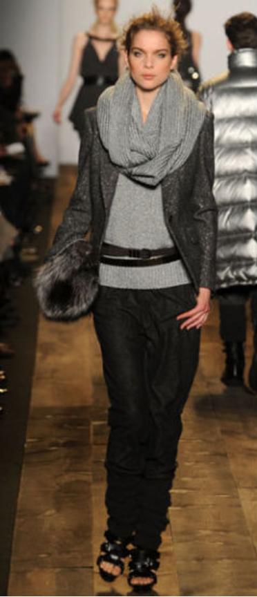 black-wideleg-pants-grayl-sweater-grayl-scarf-grayd-jacket-blazer-belt-bun-black-shoe-sandalh-black-bag-clutch-howtowear-style-fashion-fall-winter-runway-hairr-lunch.jpg