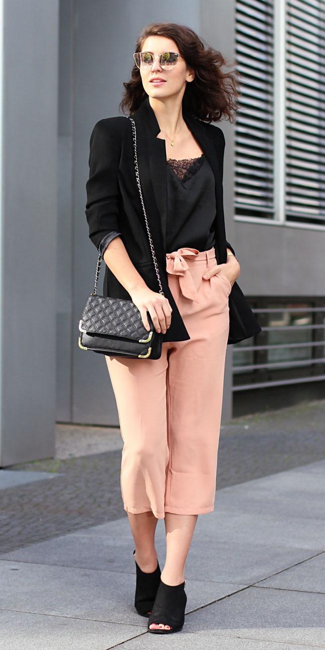 peach-culottes-pants-black-bag-black-jacket-blazer-sun-black-shoe-sandalh-black-cami-spring-summer-brun-lunch.jpg
