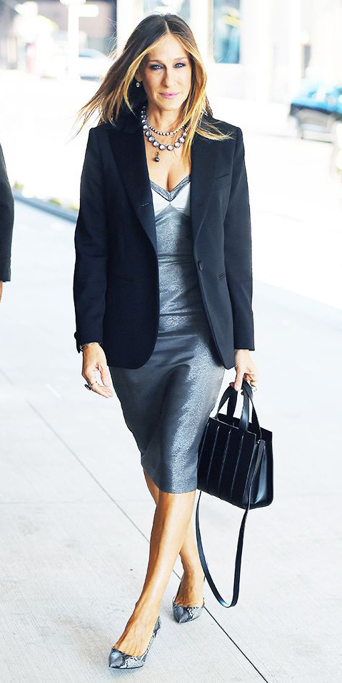 what-to-wear-for-a-spring-wedding-guest-outfit-grayl-dress-bodycon-black-bag-hairr-necklace-black-jacket-blazer-gray-shoe-pumps-sarahjessicaparker-style-dinner.jpg