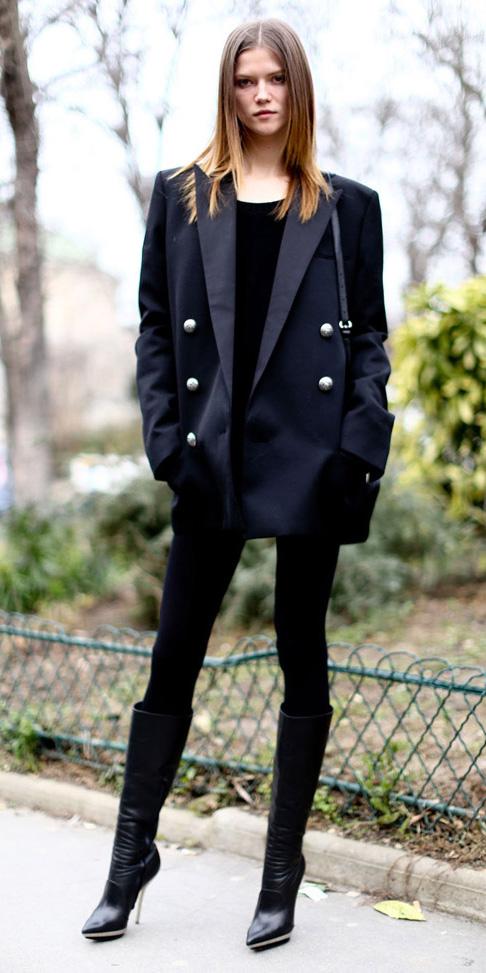 black-leggings-black-jacket-blazer-boyfriend-black-shoe-boots-mono-fall-winter-hairr-lunch.JPG