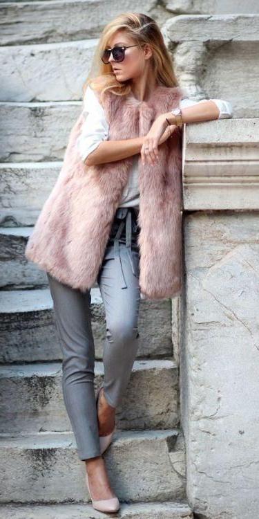 grayl-joggers-pants-blonde-sun-pink-light-vest-fur-fall-winter-lunch.jpg