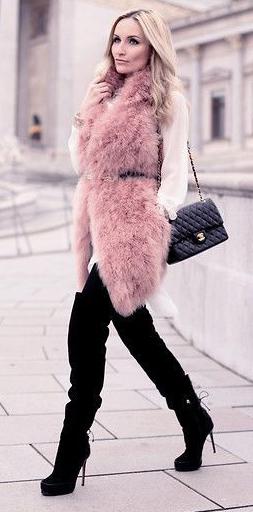 black-skinny-jeans-white-top-blouse-pink-light-vest-fur-fuzz-belt-black-bag-black-shoe-boots-howtowear-fashion-style-outfit-blonde-fall-winter-dinner.jpg