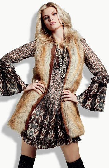 o-brown-dress-zprint-tan-vest-fur-howtowear-fashion-style-outfit-fall-winter-print-peasant-hoops-boho-chic-blonde-lunch.jpeg