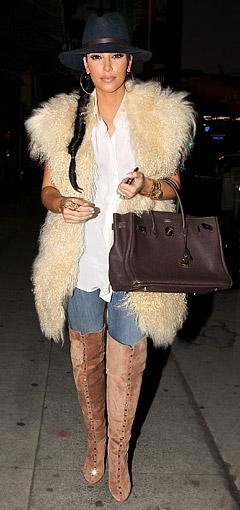 blue-med-skinny-jeans-white-top-blouse-howtowear-fashion-style-outfit-fall-winter-tan-vest-fur-hat-braid-kimkardashian-celebrity-tan-shoe-boots-hoops-brown-bag-brun-lunch.jpg