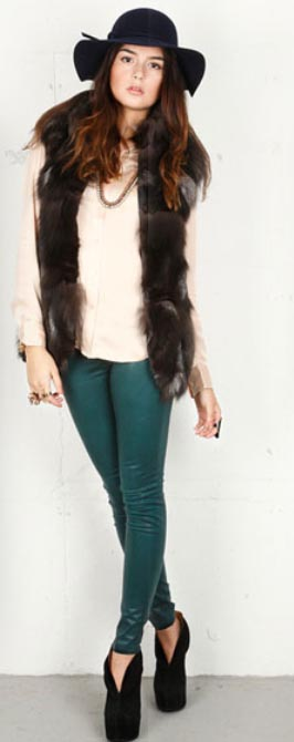green-emerald-skinny-jeans-white-top-blouse-howtowear-fashion-style-outfit-fall-winter-silk-brown-vest-fur-hat-black-shoe-booties-necklace-bracelet-brun-lunch.jpg
