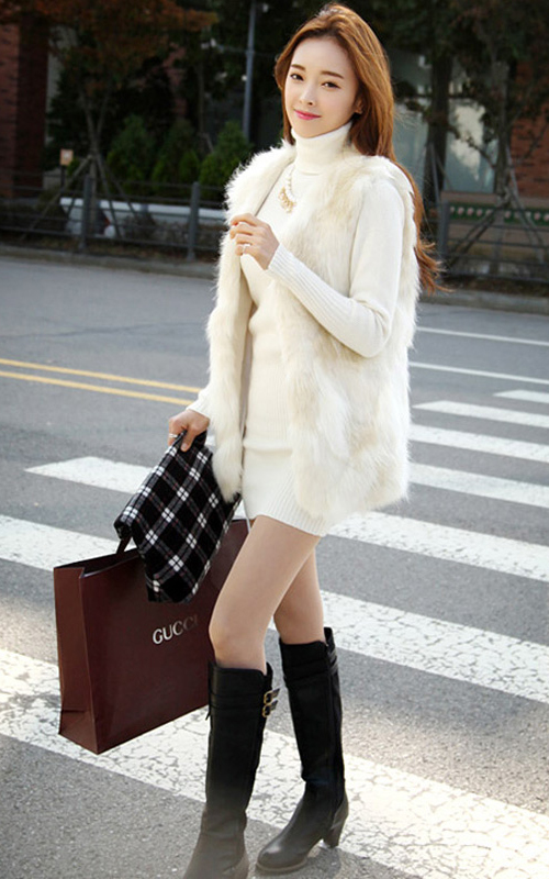 white-dress-white-vest-fur-black-shoe-boots-black-bag-clutch-turtleneck-necklace-howtowear-fashion-style-outfit-fall-winter-sweater-matching-brunette-dinner.jpg
