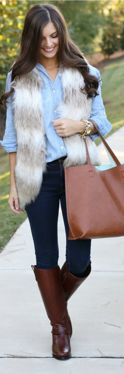 blue-navy-skinny-jeans-blue-light-collared-shirt-white-vest-fur-howtowear-fashion-style-outfit-fall-winter-brown-shoe-boots-chambray-casual-cognac-bag-tote-brun-weekend.jpg