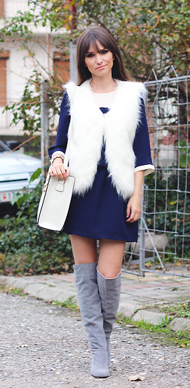 blue-navy-dress-white-vest-fur-white-bag-gray-shoe-boots-howtowear-fashion-style-outfit-fall-winter-mini-brunette-lunch.jpg