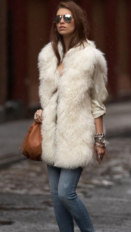 blue-med-skinny-jeans-white-top-blouse-white-vest-fur-cognac-bag-sun-watch-howtowear-fashion-style-outfit-fall-winter-hairr-lunch.jpg