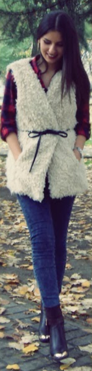 blue-navy-skinny-jeans-red-plaid-shirt-black-shoe-booties-howtowear-fashion-style-outfit-fall-winter-white-vest-fur-fuzz-belt-brun-dinner.jpg
