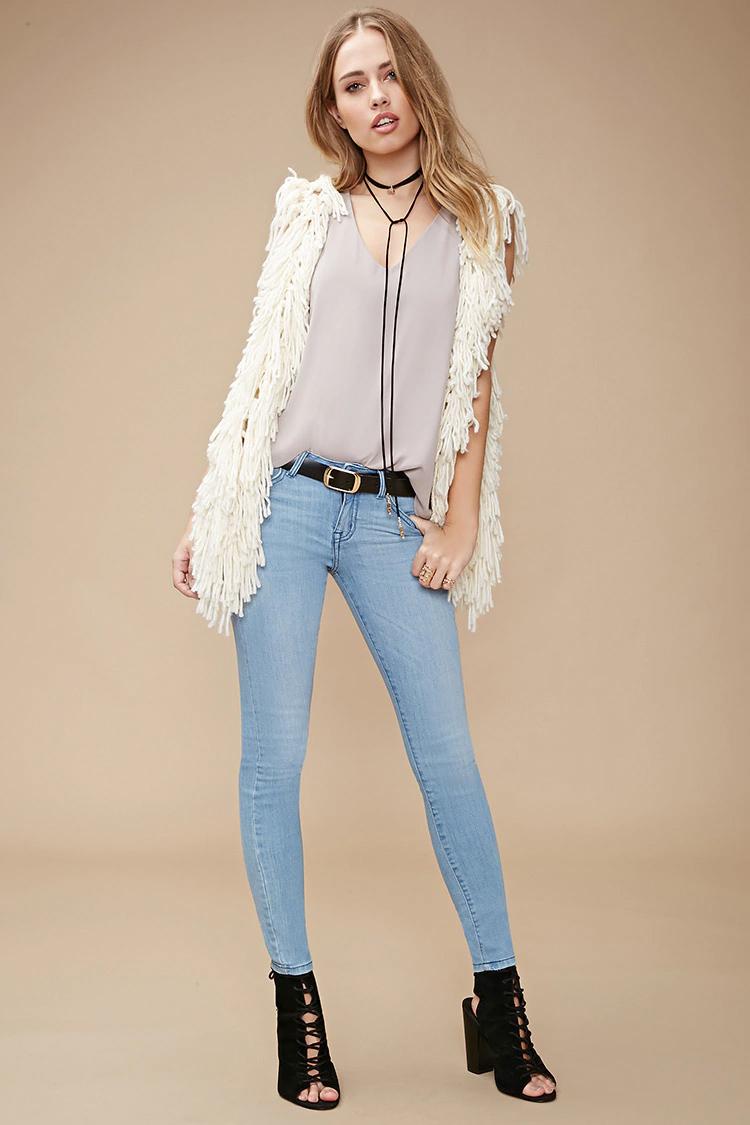 blue-light-skinny-jeans-white-cami-white-vest-fur-choker-belt-black-shoe-sandalh-wear-outfit-fashion-fall-winter-blonde-dinner.jpg
