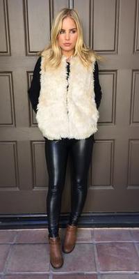 black-skinny-jeans-black-sweater-white-vest-fur-howtowear-fashion-style-outfit-fall-winter-cognac-shoe-booties-leather-blonde-weekend.jpg