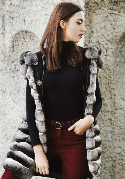 r-burgundy-skinny-jeans-black-sweater-howtowear-fashion-style-outfit-fall-winter-turtleneck-grayl-vest-fur-belt-brun-lunch.jpg