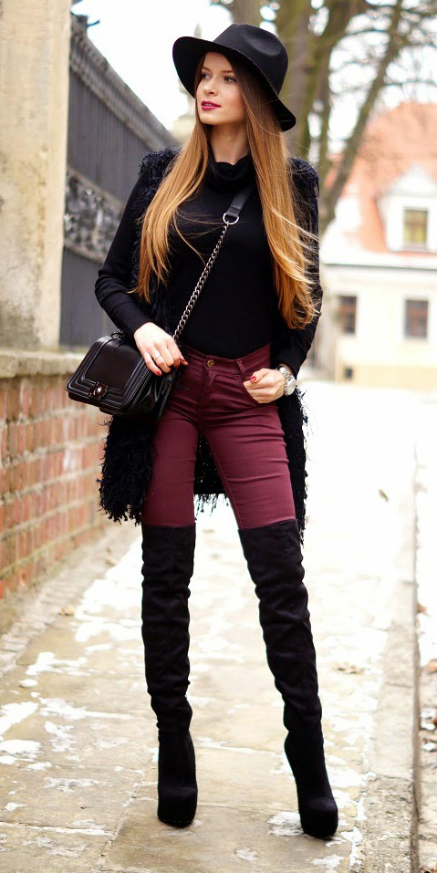 how-to-style-burgundy-skinny-jeans-black-vest-fur-black-sweater-layer-black-bag-hairr-hat-fall-winter-fashion-lunch.jpg