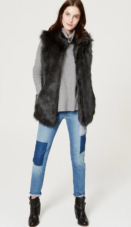 blue-light-skinny-jeans-grayl-sweater-howtowear-style-fashion-fall-winter-black-vest-fur-black-shoe-booties-brun-weekend.jpg