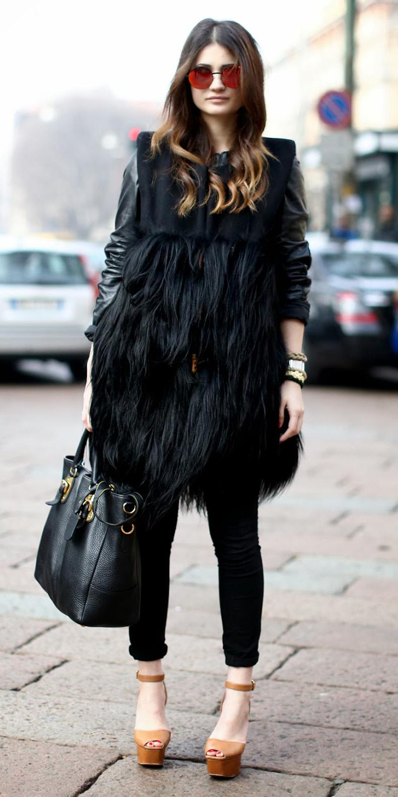 black-skinny-jeans-black-vest-fur-cognac-shoe-sandalw-black-bag-hairr-sun-fall-winter-lunch.jpg