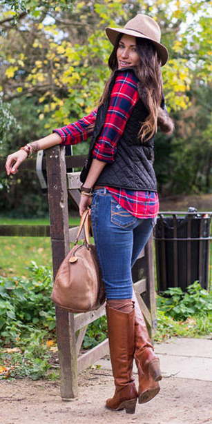 blue-med-skinny-jeans-red-plaid-shirt-black-vest-puffer-tan-bag-hat-cognac-shoe-boots-howtowear-fashion-style-outfit-fall-winter-brun-weekend.jpg