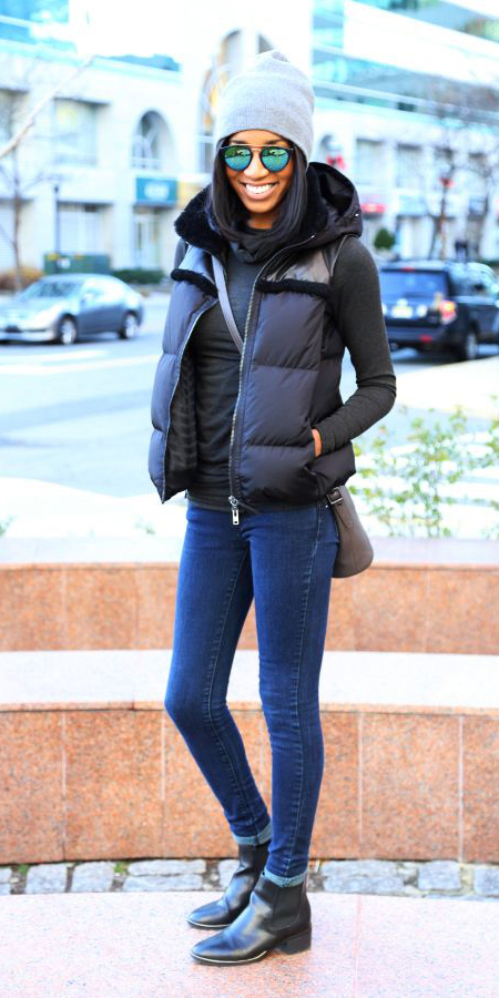 blue-navy-skinny-jeans-black-vest-puffer-beanie-sun-black-shoe-booties-fall-winter-brun-weekend.jpg