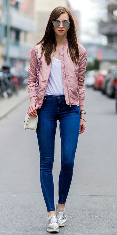 blue-navy-skinny-jeans-white-tee-pink-light-jacket-bomber-sun-white-bag-gray-shoe-brogues-howtowear-fashion-style-outfit-spring-summer-brun-weekend.jpg