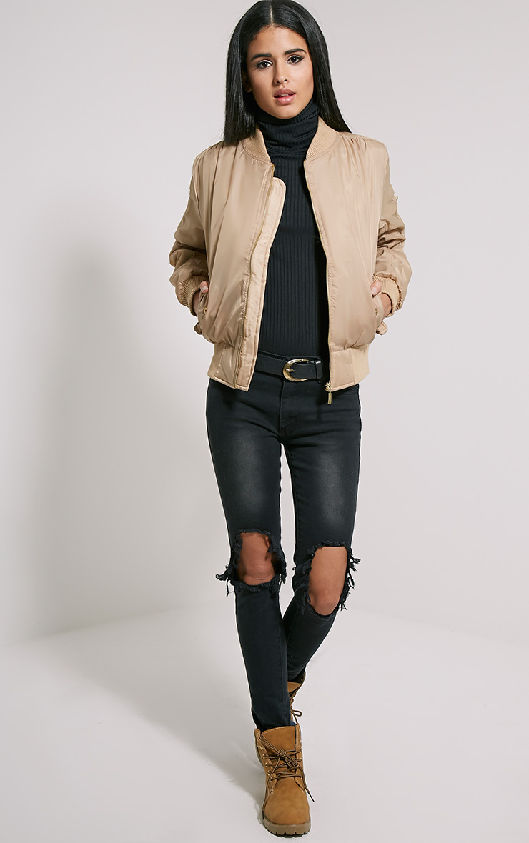 black-skinny-jeans-black-tee-turtleneck-belt-tan-jacket-bomber-cognac-shoe-booties-howtowear-fashion-style-outfit-fall-winter-brun-weekend.jpg