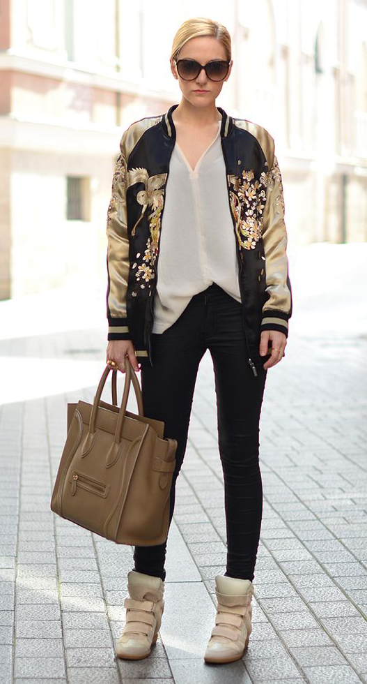 black-skinny-jeans-white-top-blouse-tan-jacket-bomber-print-tan-shoe-sneakers-tan-bag-tote-bun-sun-howtowear-fashion-style-outfit-spring-summer-blonde-weekend.jpg