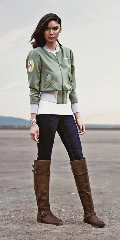 blue-navy-skinny-jeans-brown-shoe-boots-green-olive-jacket-bomber-fall-winter-brun-lunch.jpg