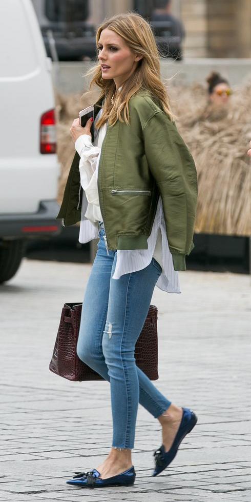 blue-light-skinny-jeans-blue-shoe-loafers-burgundy-bag-tote-green-olive-jacket-bomber-oliviapalermo-fall-winter-hairr-lunch.jpg