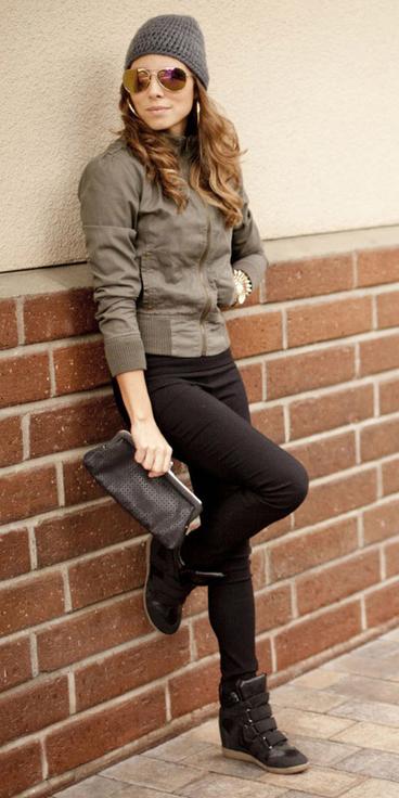 black-skinny-jeans-green-olive-jacket-bomber-wear-outfit-fashion-fall-winter-black-shoe-sneakers-wedge-black-bag-sun-hoops-beanie-hairr-weekend.jpg