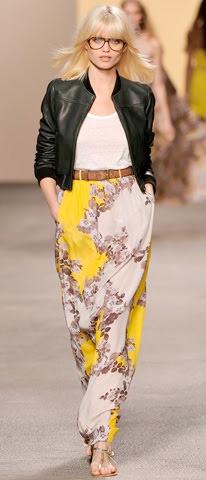 yellow-maxi-skirt-white-tee-wear-style-fashion-spring-summer-black-jacket-bomber-print-runway-belt-tan-shoe-sandals-blonde-lunch.jpg