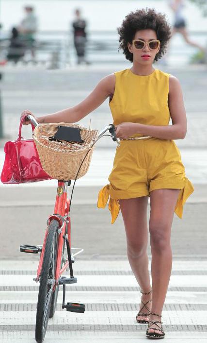 yellow-jumper-romper-brun-black-shoe-sandals-sun-spring-summer-weekend.jpg
