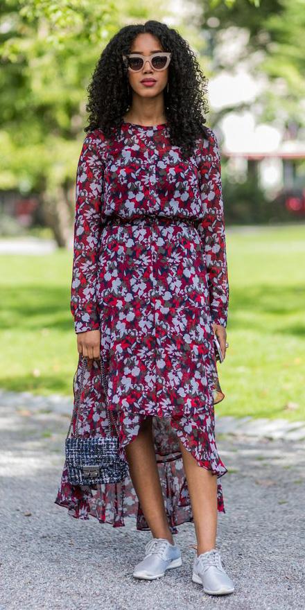 red-dress-midi-floral-print-sun-blue-bag-white-shoe-sneakers-spring-summer-brun-lunch.jpg