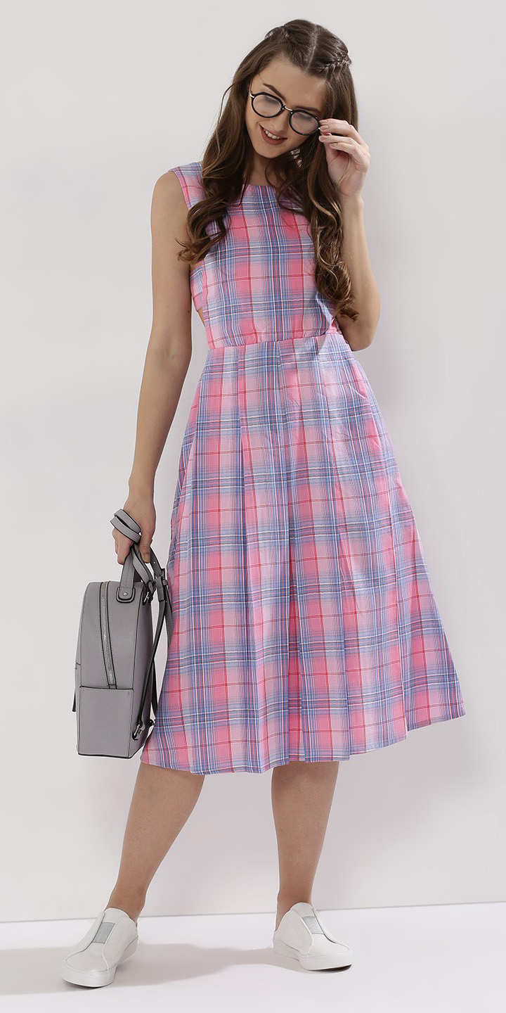 pink-light-dress-midi-aline-plaid-gray-bag-pack-brun-white-shoe-sneakers-spring-summer-weekend.jpg