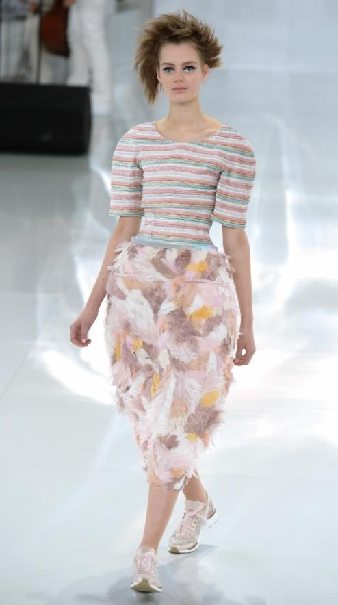 r-pink-light-dress-zprint-floral-pink-light-shoe-sneakers-aline-midi-style-fashion-spring-summer-runway-hairr-lunch.jpg