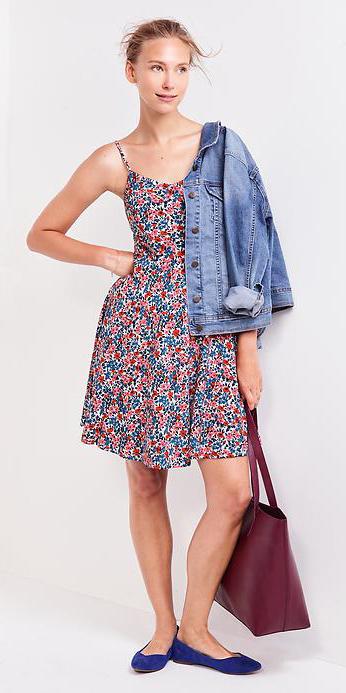 pink-light-dress-print-floral-blue-light-jacket-jean-blue-shoe-flats-burgundy-bag-tote-bun-aline-tank-spring-blonde-lunch.jpg