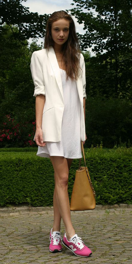 white-dress-white-jacket-blazer-magenta-shoe-sneakers-tank-tan-bag-tote-howtowear-fashion-style-outfit-spring-summer-hairr-lunch.jpg